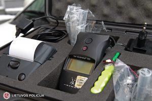 Plungės rajone sustabdytas neblaivus vairavęs policijos tyrėjas