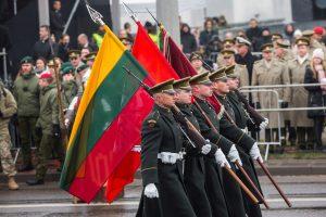 Daugėja pasitikinčių kariuomene ir Tėvynę pasiryžusių ginti gyventojų