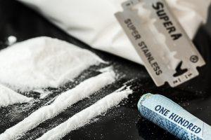 Įkliuvo su narkotikais: įtarimą sukėlė įtartinas merginos elgesys