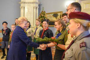 Prezidentė iš skautų priėmė Betliejaus ugnį – ramybės ir taikos simbolį