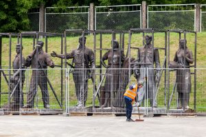 Ministras neskuba naikinti sovietinių skulptūrų apsaugos
