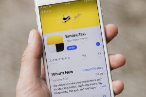 """Dėl programėlės """"Yandex. Taxi"""" grėsmės įspėjo ir premjeras"""