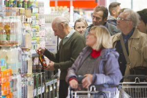 Nutraukia akciją: vyresniems alkoholio pirkėjams paso rodyti nebereikės