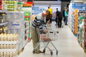 Lietuviai pirkiniams vis dar išleidžia mažiausiai Baltijos šalyse
