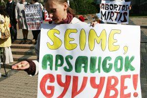Sveikatos ministerija abortų draudimui nepritaria