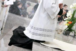 KT paskelbė: dvasininkai nepagrįstai atleidžiami nuo karo tarnybos