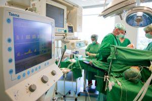 Medikai iš pacientų ima kyšius ar padėkas?