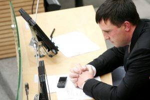A. Sacharukas vėl įrodinės, kad nėra vertas teismo bausmės