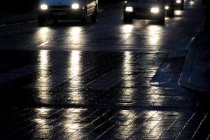 Įspėja neskubėti: naktį eismo sąlygas sunkins plikledis