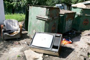 Kaip atsikratyti senų televizorių, sudėvėtų padangų ir sofų