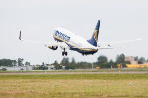 """Streikas: """"Ryanair"""" atšaukė penktadienio skrydį iš Vilniaus į Berlyną"""