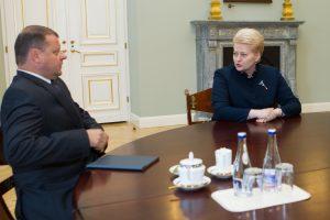 Premjero atsakas prezidentei: valstybės tarnyba jau yra žlugusi