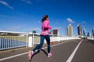 Kuo rizikuojame sportuodami karštą dieną?