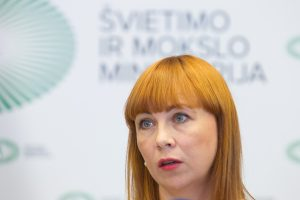 Skandalas dėl vyro įmonės kirto švietimo ministrės reitingui