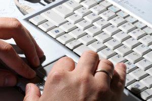 Darbas nuotoliniu būdu: patrauklus darbuotojui, bet ar saugus įmonei?