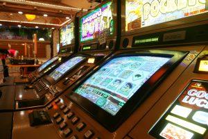 Lošimų automatų salone sumuštas vyras