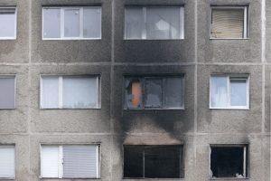 Tragiško gaisro sukėlimu Žirmūnuose kaltinamas vyras lieka už grotų
