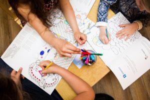 Vaikų į priešmokyklinį ugdymą neleidžiančius tėvus siūloma bausti baudomis