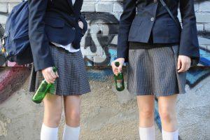 Tyrimas: Lietuvos paaugliai svaiginasi panašiai kaip bendraamžiai Europoje
