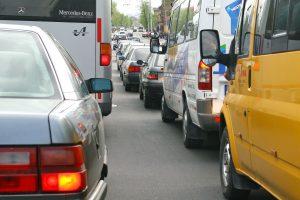 """Sostinėje – spūstis dėl autobuso ir """"Audi"""" avarijos"""