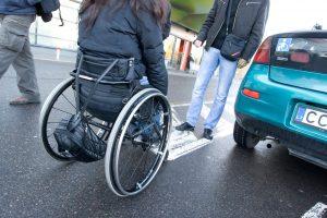 Neįgaliesiems – asmeninio asistento paslauga?