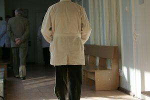 Pacientai gydytojams rečiau duoda pinigų, bet dažniau neša dovanas