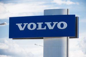 """""""Volvo"""" ketina pasamdyti 400 programuotojų naujos kartos automobiliams kurti"""