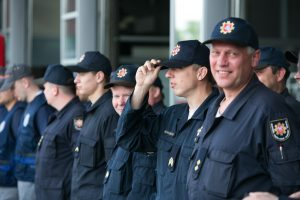Stipriausi ugniagesiai gelbėtojai Vingio parke demonstruos ištvermę