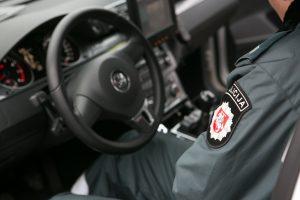 Policijai įkliuvo cigarečių kontrabandą vežęs varėniškis