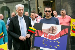 Lietuva toliau priešinasi vežėjų atlyginimų reguliavimui Vakaruose