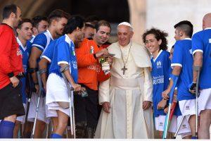 Popiežius Pranciškus – kuklus dvasininkas, mėgstantis futbolą ir picą