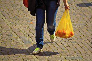 Plastikiniai maišeliai: prieš ekologiją vis dar laimi kaina