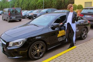 Laidų vedėja Simona Bandita tapo taksi vairuotoja?