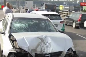 Vilniuje sunkvežimis sutraiškė opelį
