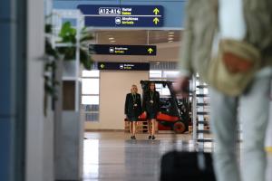 Iš Anglijos išsiųstą lietuvį oro uoste pasitiko policija