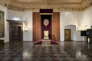 Dekoruojamos Valdovų rūmų menių lubos stebins drožiniais ir auksu