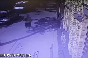 Nuostoliai: du butelius alkoholio vagišius sukūlė bėgdamas nuo policijos