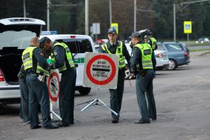 Vilniuje sulaikyti neblaivūs vairavę ugniagesys bei policininkė