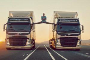 """Naujame """"Volvo Trucks"""" filme – įspūdingas J. C. Van Damme'o triukas"""