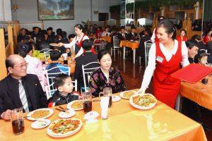 Šiaurės Korėja: 7 žvaigždučių komunizmas ir trys picos už atlyginimą