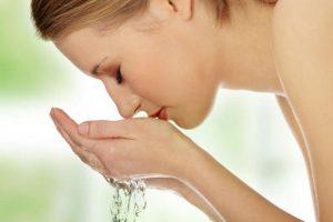 Didžiausia odos priežiūros klaida – prausti ją vandeniu