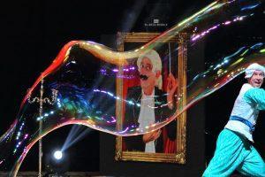 Į Lietuvą atvyksta pirmasis pasaulyje Muilo burbulų teatras