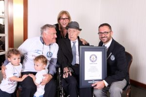 Pavėlavęs 100 metų seniausias pasaulio vyras atšventė savo Bar micvą