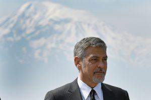 G. Clooney įteikė apdovanojimą tūkstančių karo našlaičių globėjai
