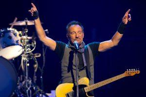B. Springsteenas pasirašė raštelį dėl gerbėjo penktoko praleistų pamokų