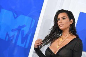 Apiplėšta K. Kardashian bylinėsis su portalu, kaltinusiu ją sukčiavimu