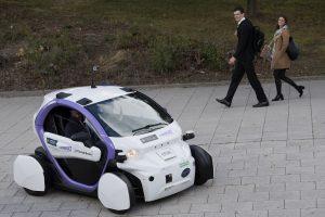 D. Britanijos keliuose išbandomi autonominiai automobiliai