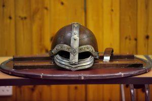 Kokie iš tikrųjų buvo grėsmingų vikingų šalmai?