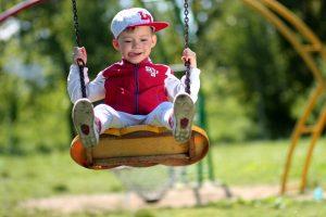 Vaikų traumų priežastys: senos sūpynės, čiuožyklos ir batutai