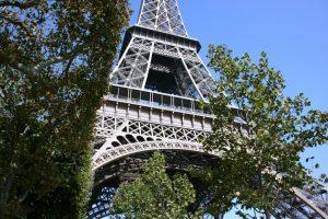 """Trys alžyriečiai netoli Eifelio bokšto išprievartavo """"Facebook"""" """"draugę"""""""